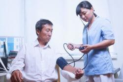 高血圧より血圧を下げる薬の方がはるかに危険!年配者に高血圧が多いのは、年齢を重ねると血管が収縮し、血