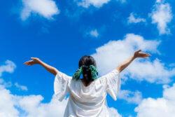 幸せになりたいなら与える あなたの周囲の人を幸せにする事で、すべてが超越する