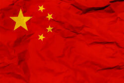 中国当局はウイグル族の10代の女の子を公衆の前で処刑