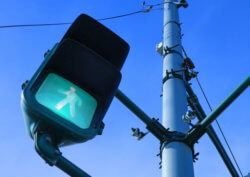 信号機20万基を 『#5G基地局 に』 高速大容量を低コストで政府IT新戦略‼️  今後は『総務省』