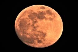 旧約聖書 内容に月は作られた、人工衛星と書かれている